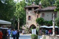 Piazza di Grazzano Visconti
