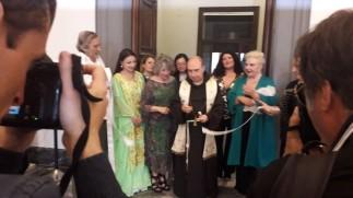 Il taglio del nastro, con Padre Orazio, Anna Maria Brazzò e Maralba Focone