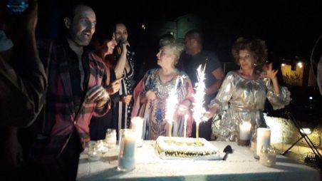 Anna Maria Brazzò, momento con la torta