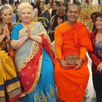 Erika Incognito, Anna Maria Brazzò e il Monaco buddista.