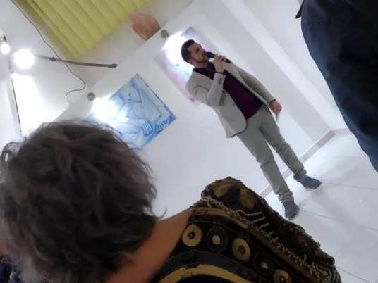 Maralba Focone ascolta il Critico d'Arte, Pasquale Di Matteo